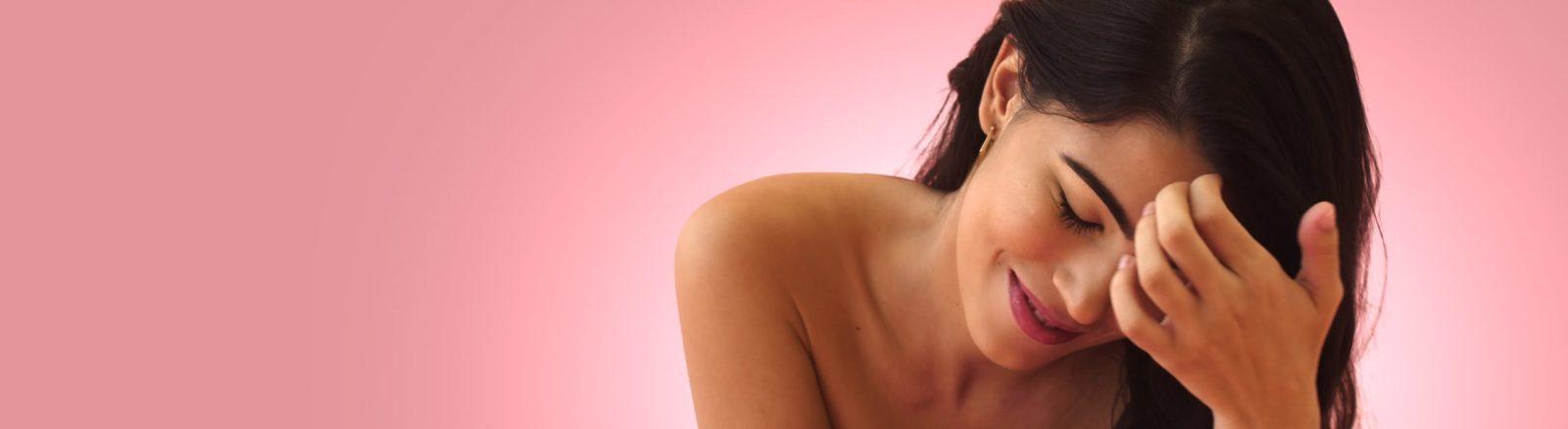 woman with full, beautiful eyebrows
